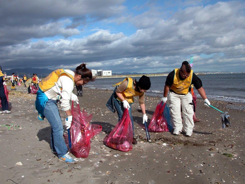 上磯海岸にて 海浜清掃